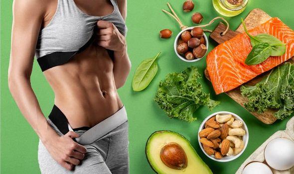 Στη δίαιτα Dukan, μια φορά την εβδομάδα, προτείνεται η κατανάλωση μόνο πρωτεΐνης όλη την ημέρα, ώστε να διατηρηθεί το βάρος.