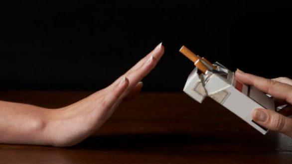Συγκεκριμένα, το κάπνισμα μειώνει την άμυνα και τη βλεννοκρoσσωτή κάθαρση των αεραγωγών.