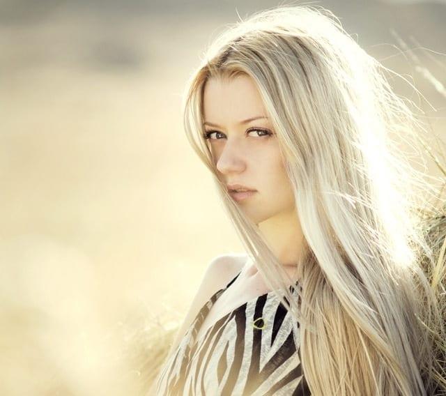Τα βαμμένα ξανθά μαλλιά είναι ακόμα πιο ευαίσθητα εξαιτίας του ντεκαπάζ που έχει προηγηθεί για την επίτευξη του επιθυμητού χρώματος.