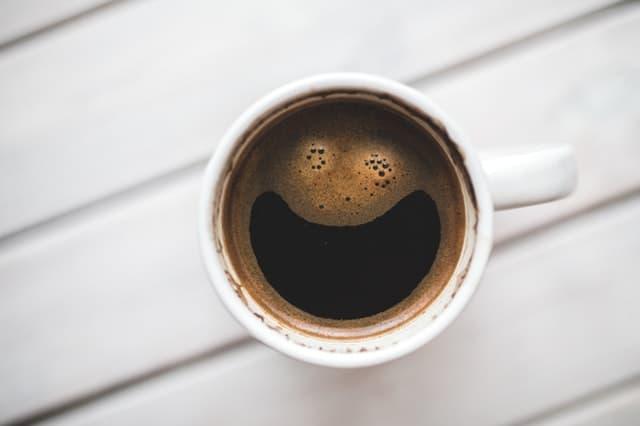 Ο καφές μας ξυπνάει, μας δίνει ενέργεια ενώ παράλληλα είναι γεμάτος με ευεργετικά συστατικά που αποτοξινώνουν τον οργανισμό και ενεργοποιούν το μεταβολισμό μας.