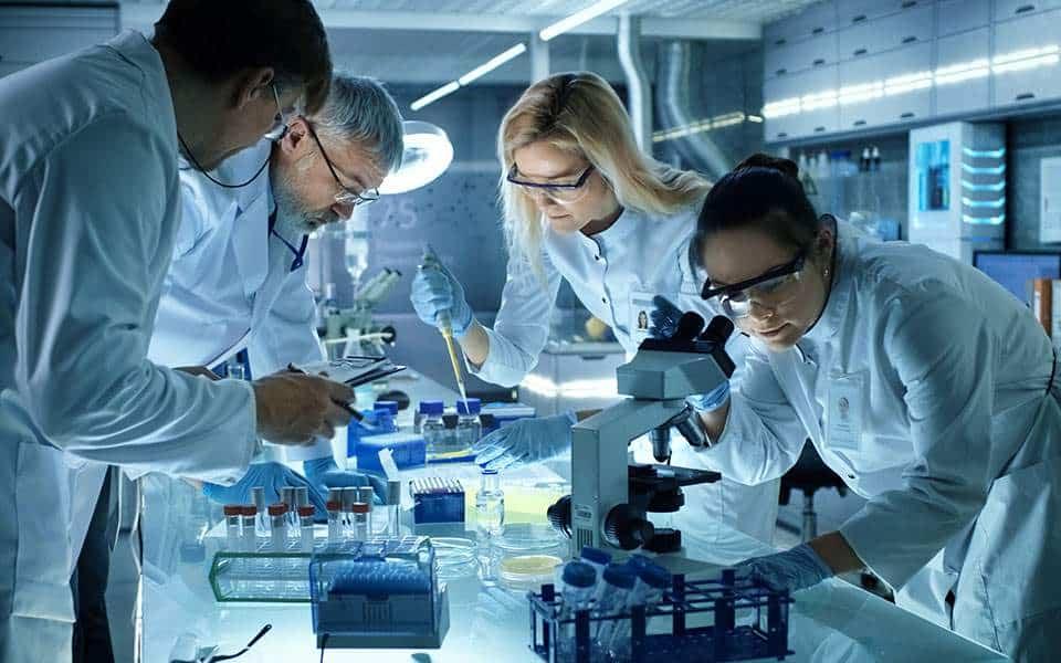 Το εργαστήριο έχει ξεκινήσει την έρευνα για τα αντισώματα εδώ και δύο μήνες.