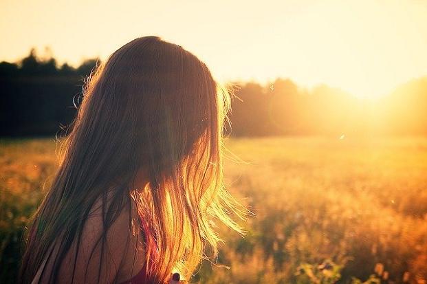 Όταν υπάρχει κάποιος χωρισμός η πίκρα, η απογοήτευση, η αίσθηση της αποτυχίας και η μοναξιά (ακόμα και αν το χωρισμένο άτομο περιστοιχίζεται από φίλους) το καλοκαίρι φαντάζει ποιο μουντό και οι χάρες του δεν αποτελούν έλξη για τον άνθρωπο αυτό.