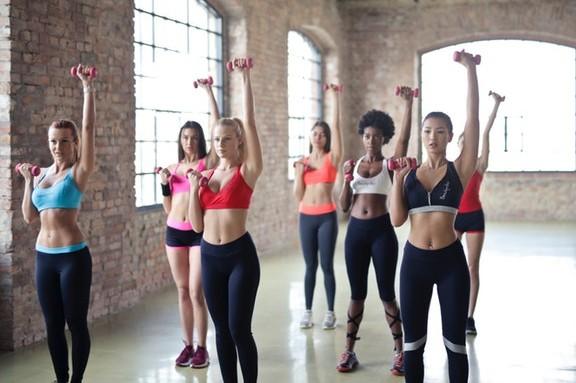 Η αερόβια γυμναστική έχει τη μοναδική ικανότητα να φτιάχνει τη διάθεση, να χαλαρώνει και να μειώνει την κατάθλιψη και το στρες.