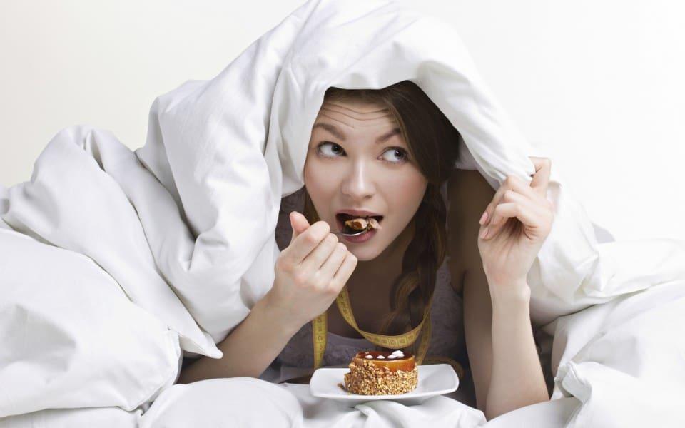 Το «συναισθηματικό φαγητό» είναι η κατανάλωση φαγητού η οποία δεν εξυπηρετεί το συναίσθημα πείνας που μπορεί να νιώθουμε αλλά λειτουργεί ως διέξοδος σε δυσάρεστες καταστάσεις και προβλήματα.