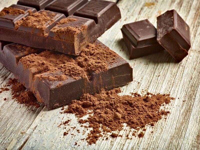 Η αλήθεια είναι πως η αγαπημένη μας σοκολάτα έχει συνδεθεί με δυσάρεστες συνέπειες όπως τα παραπανίσια κιλά και προβλήματα υγείας.