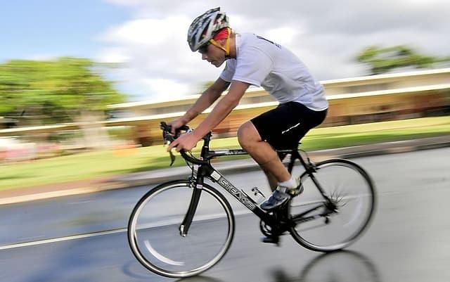 Το ποδήλατο αποτελεί μια έντονη καρδιαγγειακή άσκηση, ειδικά αν γίνεται σε φυσικό χώρο.