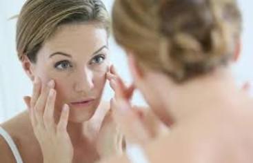 Το καθημερινό μασάζ προσώπου μπορείτε να το εντάξετε εύκολα στην ρουτίνα ομορφιάς σας, συνδυαστικά με τα προϊόντα περιποίησης που χρησιμοποιείτε καθημερινά.