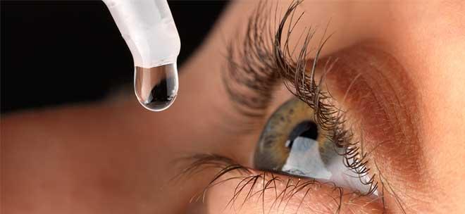 Σε περιπτώσεις έντονης ξηροφθαλμίας, όπου δεν έχουν αποτέλεσμα όλα τα παραπάνω, επιλέγουμε να χορηγήσουμε οφθαλμικές σταγόνες ή ακόμα καλύτερα οφθαλμικές γέλες, που να περιέχουν υαλουρονικό οξύ.