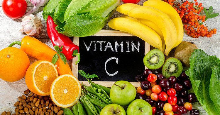 Η βιταμίνη C (υδατοδιαλυτή) μπορεί να λαμβάνεται οποιαδήποτε στιγμή της ημέρας. Επειδή το σώμα δεν την αποθηκεύει, θα πρέπει να λαμβάνεται καθημερινά.