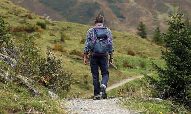 Το περπάτημα αποτελεί μία εξαιρετικής μορφής αερόβια άσκηση που παράλληλα είναι το ιδανικό φάρμακο για την αϋπνία.