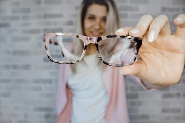 Πώς να Μακιγιαριστείτε αν Φοράτε Γυαλιά