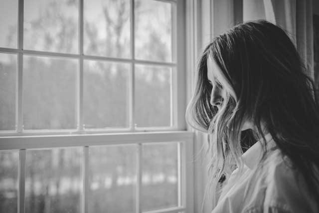 Φτιάξτε μια λίστα με τα πράγματα που κάνετε καθημερινά και σας προκαλούν άγχος και μετά προσπαθήστε να τα αφαιρέσετε από τη ζωή σας.