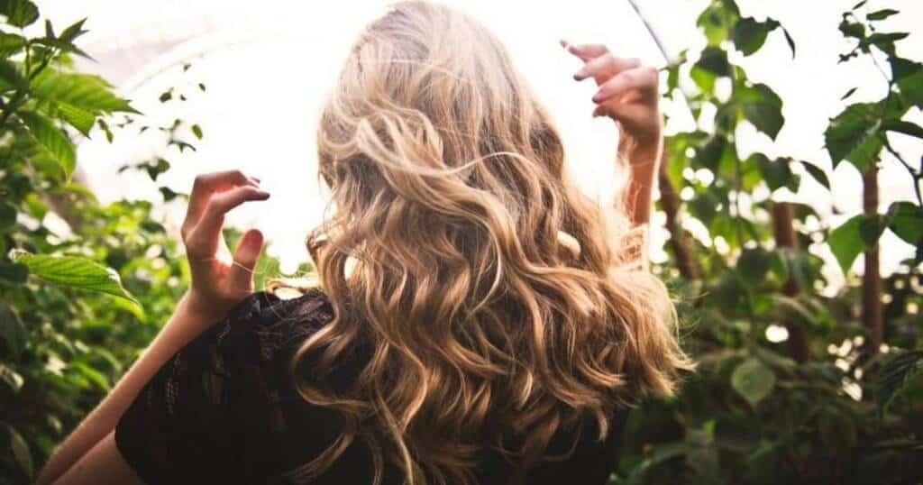 Χάνετε Περισσότερα Μαλλιά και Γενικά Τρίχες εν Μέσω Πανδημίας από ό,τι Συνήθως; Δεν Είστε οι Μόνοι!