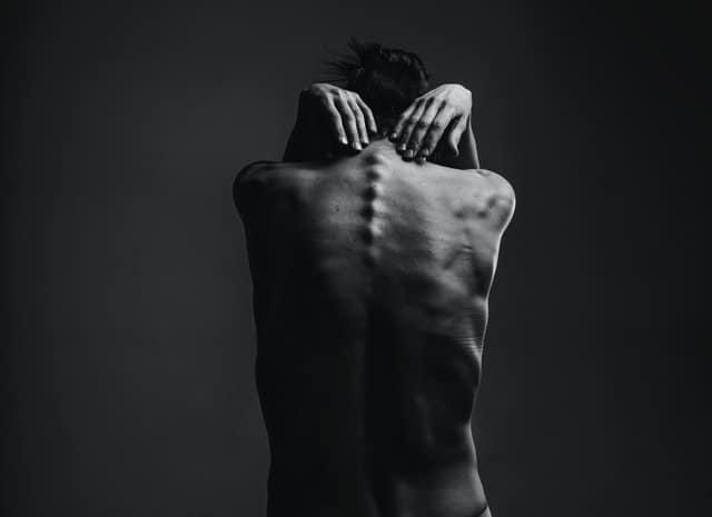 Λανθασμένες κινήσεις που επαναλαμβάνονται μπορεί να προκαλέσουν χρόνιες βλάβες τόσο στην πλάτη όσο και στον αυχένα αλλά και τον βηματισμό.