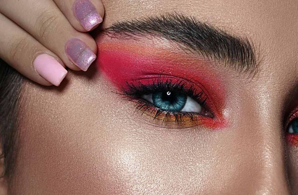 Οι σκιές ματιών είναι από τα προϊόντα για μακιγιάζ που μπορούν εύκολα να αναδείξουν το βάψιμό σας αλλά το ίδιο εύκολα μπορούν να το κάνουν να φαντάζει υπερβολικό και «φορτωμένο».