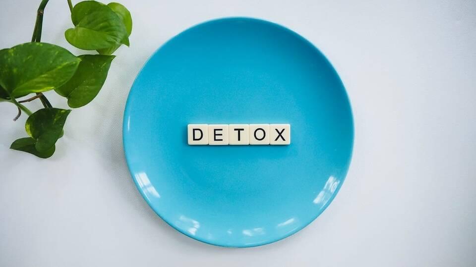 Παλαιότερα, η ιδέα της αποτοξίνωσης περιοριζόταν στην ολική νηστεία και στην ελάχιστη κατανάλωση τροφής.