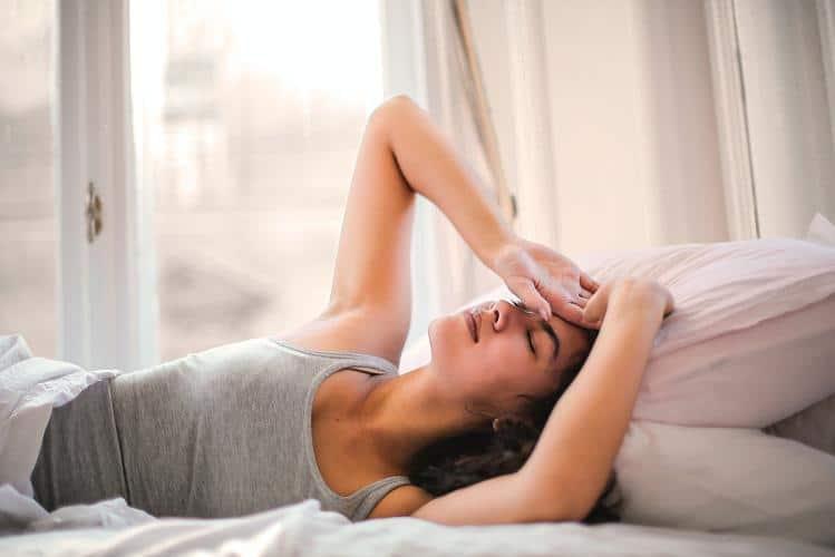 Οι ειδικοί λένε πως οι πονοκέφαλοι έχουν να κάνουν με τις γυναικείες ορμόνες.