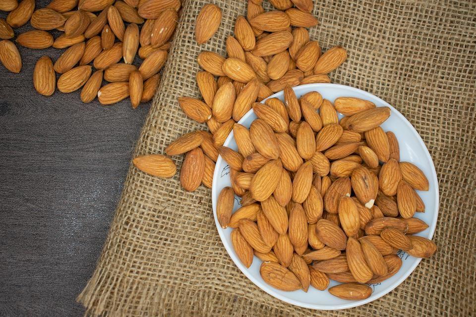 Τα αμύγδαλα είναι πλούσια σε φυτικές ίνες, πρωτεΐνες και βιταμίνη Ε και αποτελούν ιδανική αντιοξειδωτική τροφή.