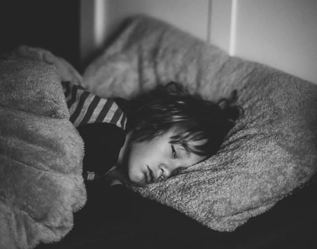 Με βάση τη διάρκεια, τη σοβαρότητα και τη συχνότητα του προβλήματος, η αϋπνία, μπορεί να ταξινομηθεί ως οξεία ή χρόνια