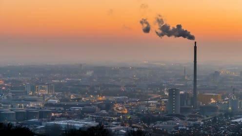 Η Ρύπανση του Αέρα Αυξάνει τους Θανάτους από COVID-19 Κατά 9% στην Ελλάδα.