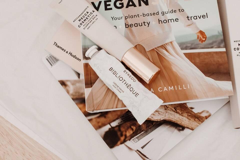 Το κονσίλερ είναι ένα από τα προϊόντα που μπορούν να μεταμορφώσουν το γυναικείο πρόσωπο.