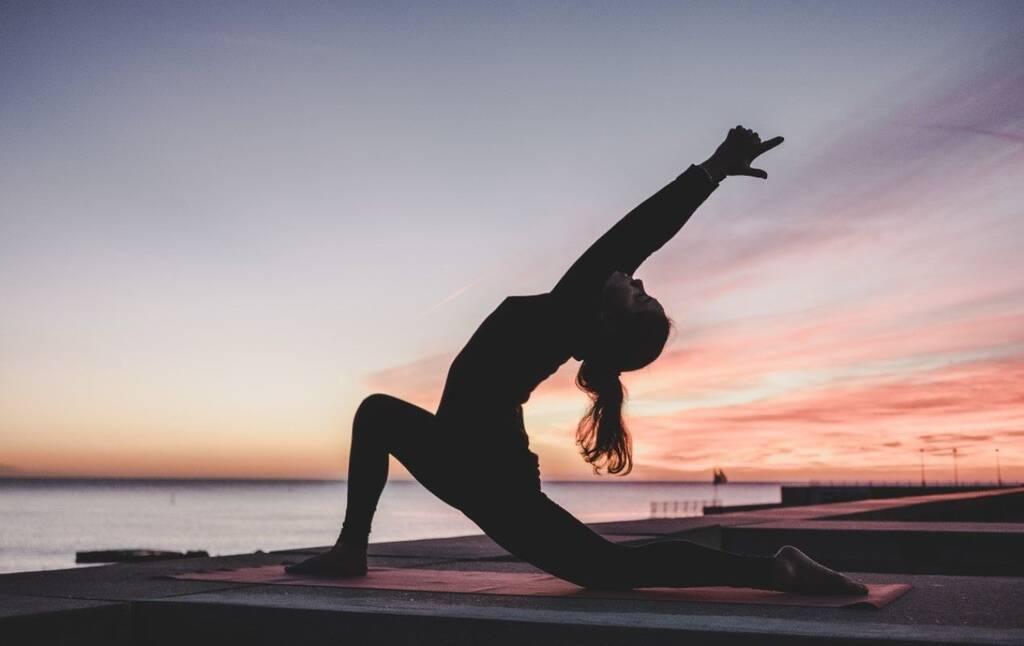Τα οφέλη της γιόγκα στο σώμα και στο μυαλό είναι πολυάριθμα… και ολοένα και περισσότερο αυξάνονται, σύμφωνα με νεότερα δεδομένα.