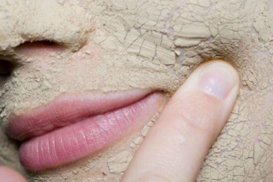 Το ξηρό δέρμα χρειάζεται να τραφεί με λιπίδια, που αποκαθιστούν το υδρολιπιδικό φιλμ και διασφαλίζουν την προστασία της επιδερμίδας καθ' όλη τη διάρκεια της ημέρας.