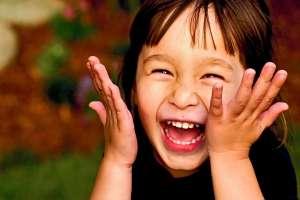 8 Καλοί Λόγοι Υγείας για να Γελάτε