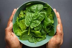Το σπανάκι είναι ένα από τα δημοφιλέστερα πράσινα φυλλώδη λαχανικά που δε λείπει από καμιά κουζίνα.