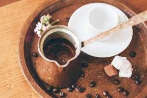 Ο ελληνικός καφές χαρίζει στιγμιαία ενέργεια και εγρήγορση, ενώ επιδρά θετικά και στην ψυχική διάθεση.