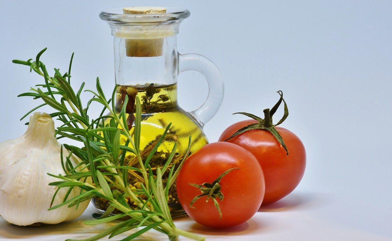 Η μεσογειακή διατροφή, όπως υποδηλώνει και το όνομά της, είναι η διατροφή που υιοθετούν κυρίως οι λαοί που ζουν γύρω από τη Μεσόγειο Θάλασσα.
