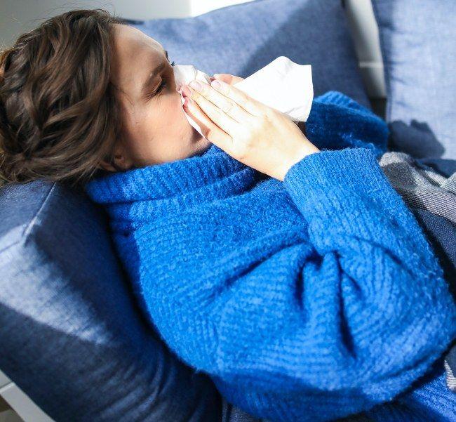 Μπορείτε να προλάβετε το κρύωμα και να το σταματήσετε με απλούς τρόπους, που αν τους εφαρμόσετε, θα νιώσετε καλύτερα την επόμενη κιόλας ημέρα.