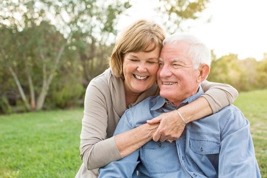 Ο μέσος όρος ηλικίας όπου η εμμηνόπαυση κάνει την εμφάνισή της, είναι τα 50 έτη. Λίγα χρόνια αργότερα, λοιπόν, ο σύζυγος αρχίζει να σκέφτεται τη συνταξιοδότηση.