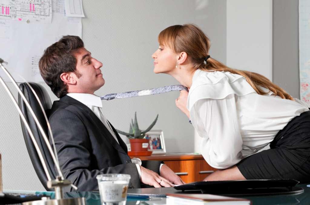 5 Στάσεις για Sexy Καταστάσεις στο Γραφείο.