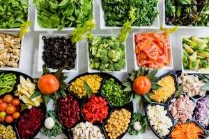 Η ωμοφαγία είναι μια παραλλαγή της χορτοφαγίας και βασίζεται στο ότι όσοι την ακολουθούν δεν τρώνε τίποτα μαγειρεμένο.