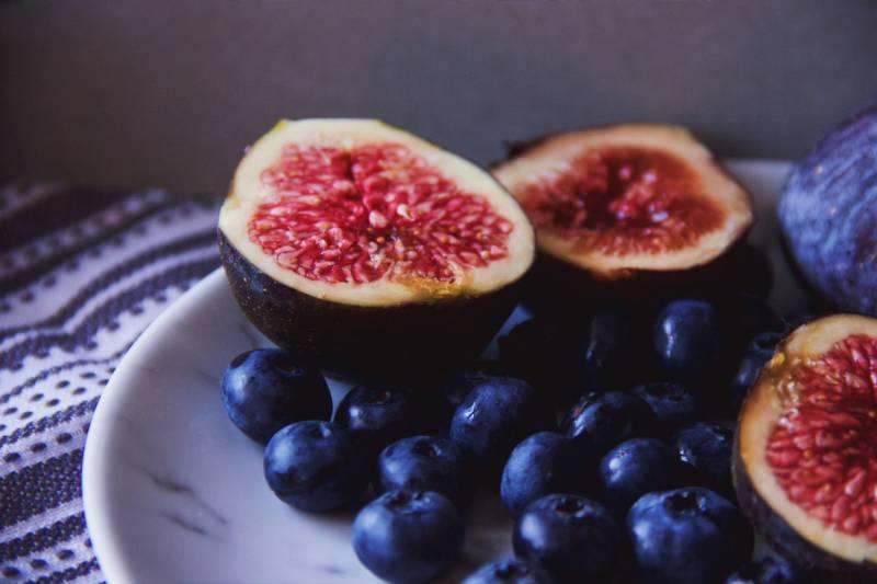 Τα σύκα ανήκουν στα παρεξηγημένα φρούτα για τα οποία κυκλοφορούν ορισμένες ανακρίβειες.