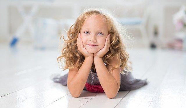 Η μορφή και η εκδήλωση της επιληψίας μπορεί να διαφέρει ανά παιδί , για αυτό και τα συμπτώματά της ποικίλλουν και είναι δύσκολο να αναγνωριστεί τις πρώτες φορές.