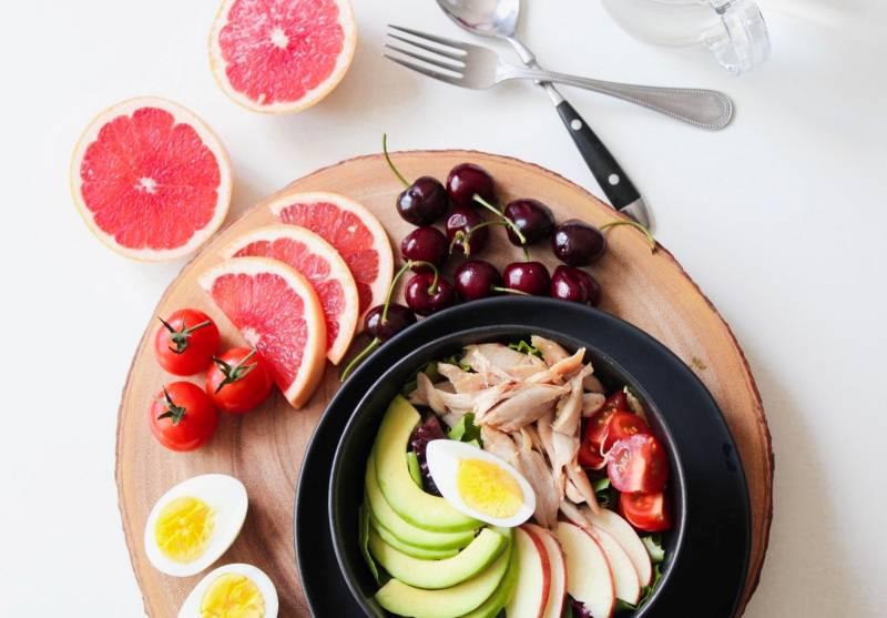 Ιδανικά επιλέγουμε τρόφιμα φυτικής προέλευσης από όλα τα χρώματα.