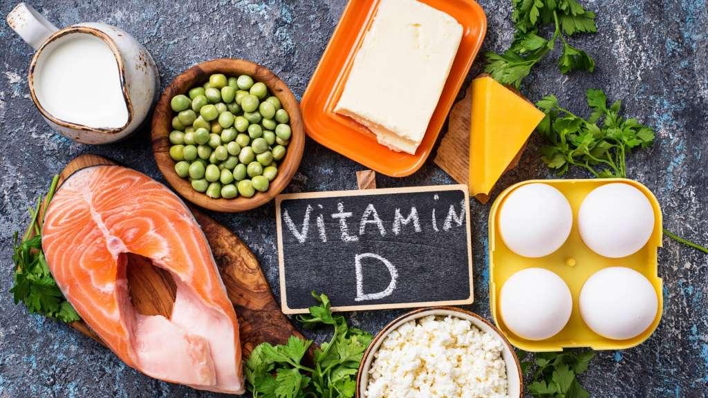 Ο ρόλος της βιταμίνης D στην αντιμετώπιση της λοίμωξης COVID-19 θεωρείται ότι είναι διπλός.