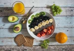 Οι περισσότερες βιταμίνες βρίσκονται στα φρέσκα φρούτα και τα λαχανικά.