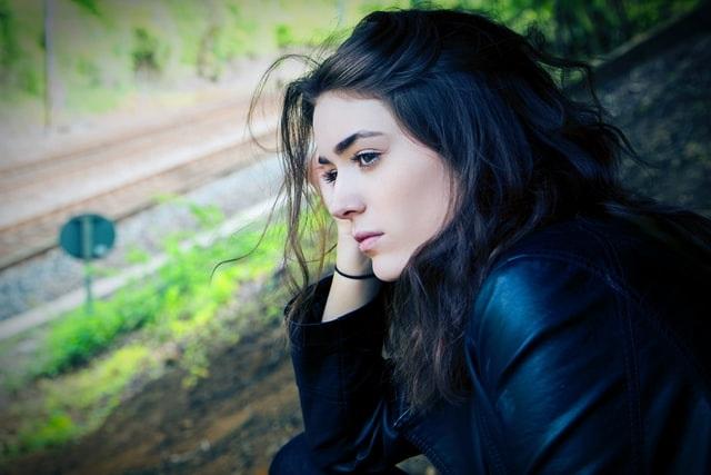 Όμως όταν πράγματι υπάρχουν ενδείξεις κατάθλιψης, το θέμα χρήζει ιδιαίτερης προσοχής και συχνά μπορεί να απαιτεί βοήθεια από κάποιον ειδικό ψυχικής υγείας.