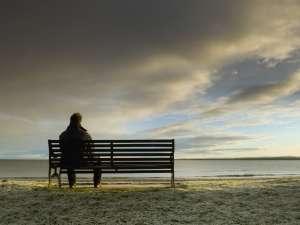 Έντονο Αίσθημα Μοναξιάς Βιώνουν οι Νεαροί Ενήλικες