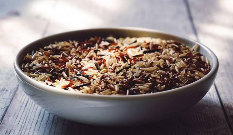 Το καστανό ρύζι είναι ολικής άλεσης.