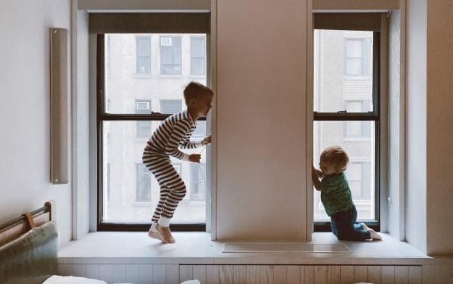 Οι γονείς πρέπει να κάνουν όλα τους τα παιδιά να νιώθουν ασφάλεια και σιγουριά.