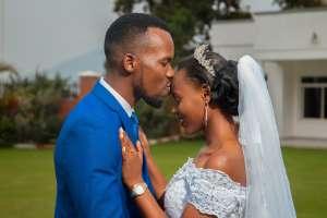 Είναι γεγονός ότι ο γάμος αργά ή γρήγορα υποβαθμίζει τις σεξουαλικές συνευρέσεις και χρειάζεται προσπάθεια για να αντιστραφεί η κατάσταση.