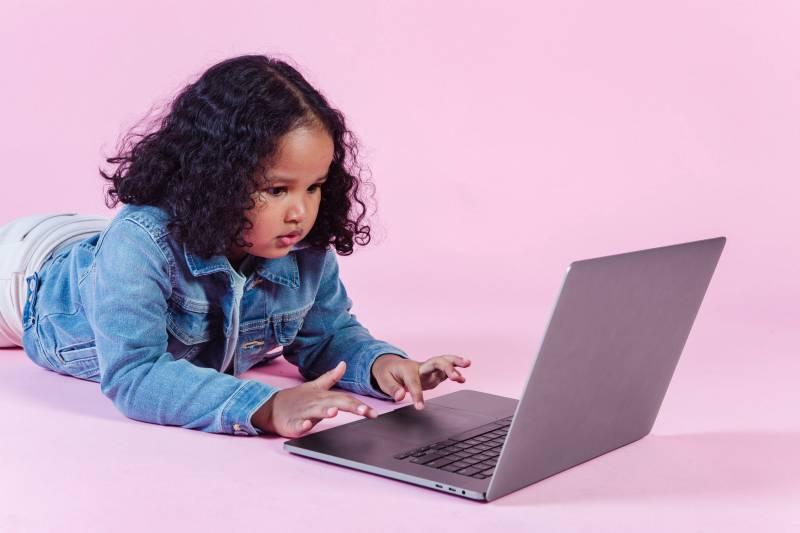 Κορίτσια και μέσα κοινωνικής δικτύωσης