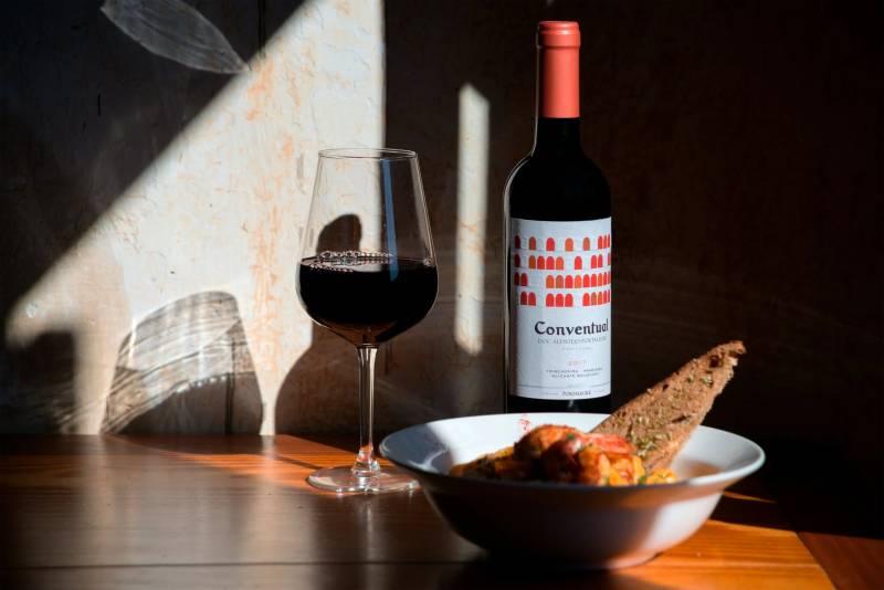 Κατανάλωση κόκκινου κρασιού